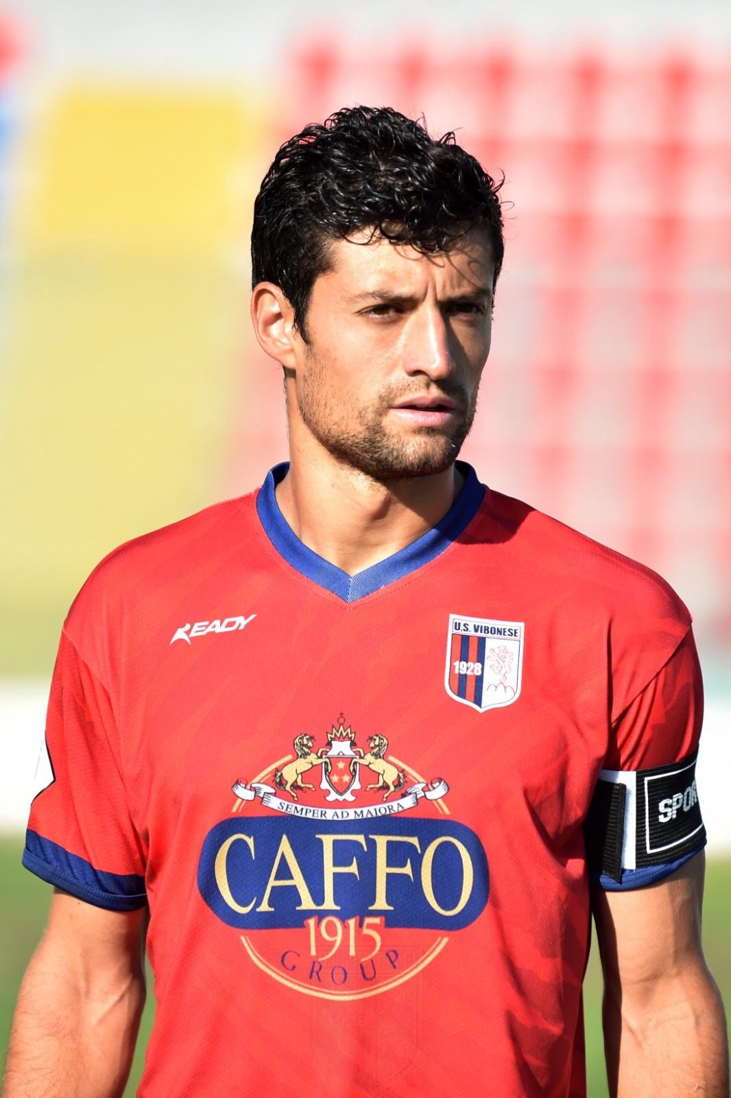IL CAPITANO | Esordio, fascia al braccio, assist e (quasi) gol: parla Nico Bubas immagine 12791 US Vibonese Calcio